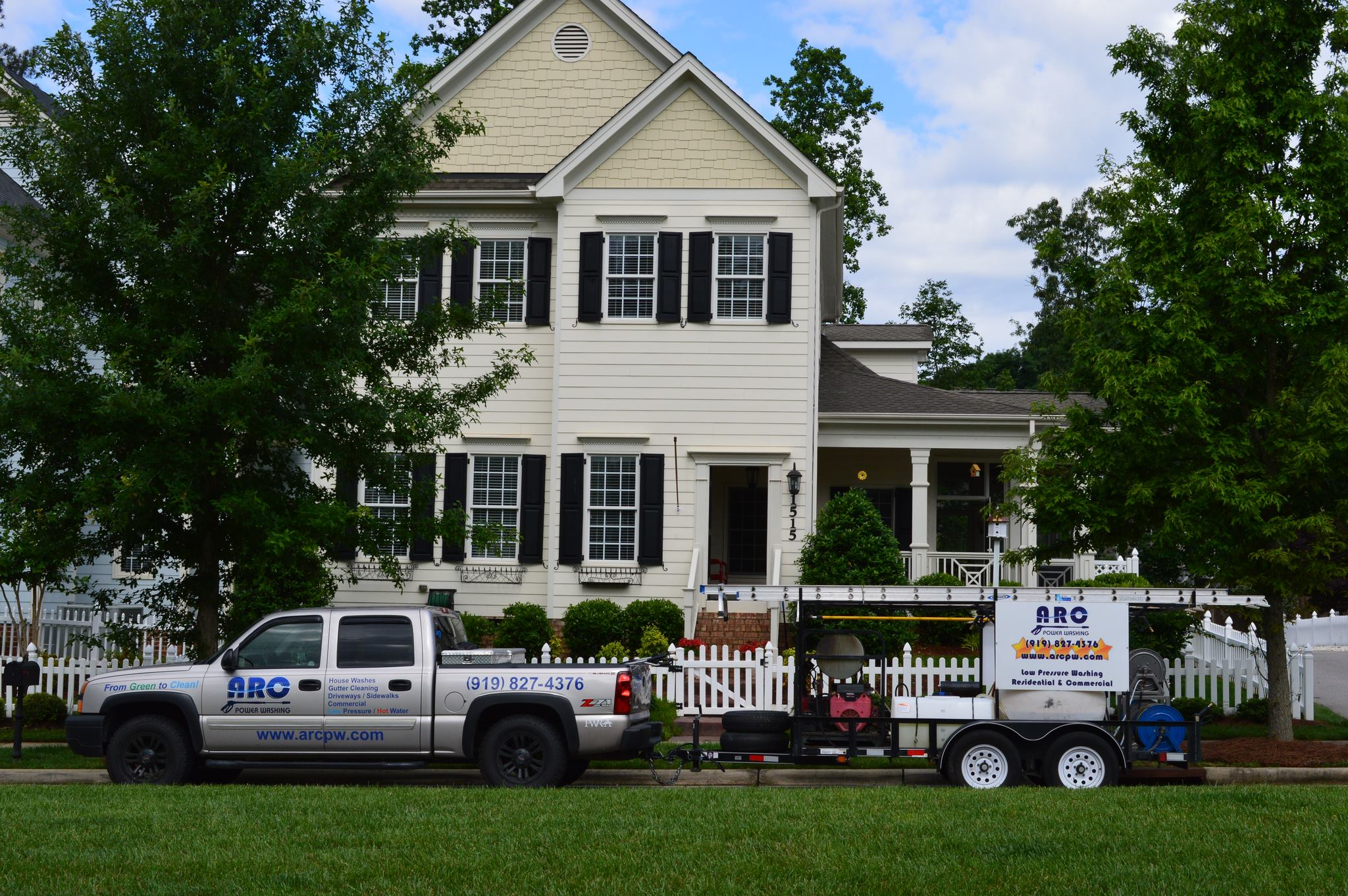 Pressure Washing Services for Homes in Raleigh